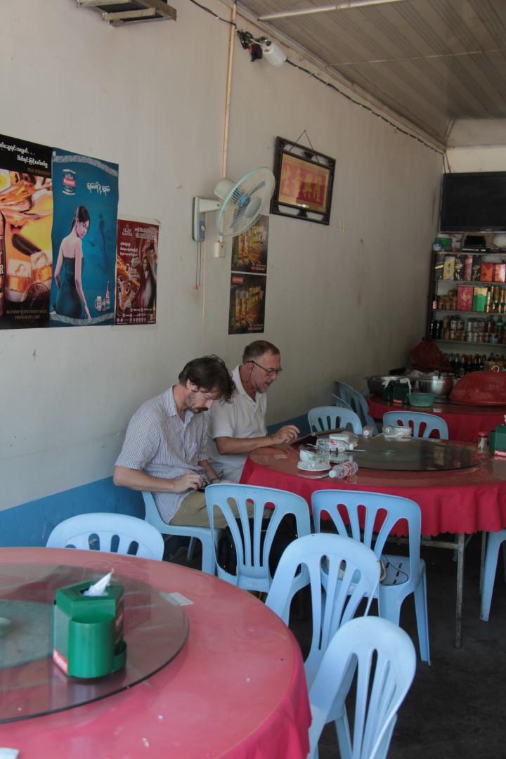 Im Lashio Restaurant. Frühstück für 3 Personen etwa 10 $.