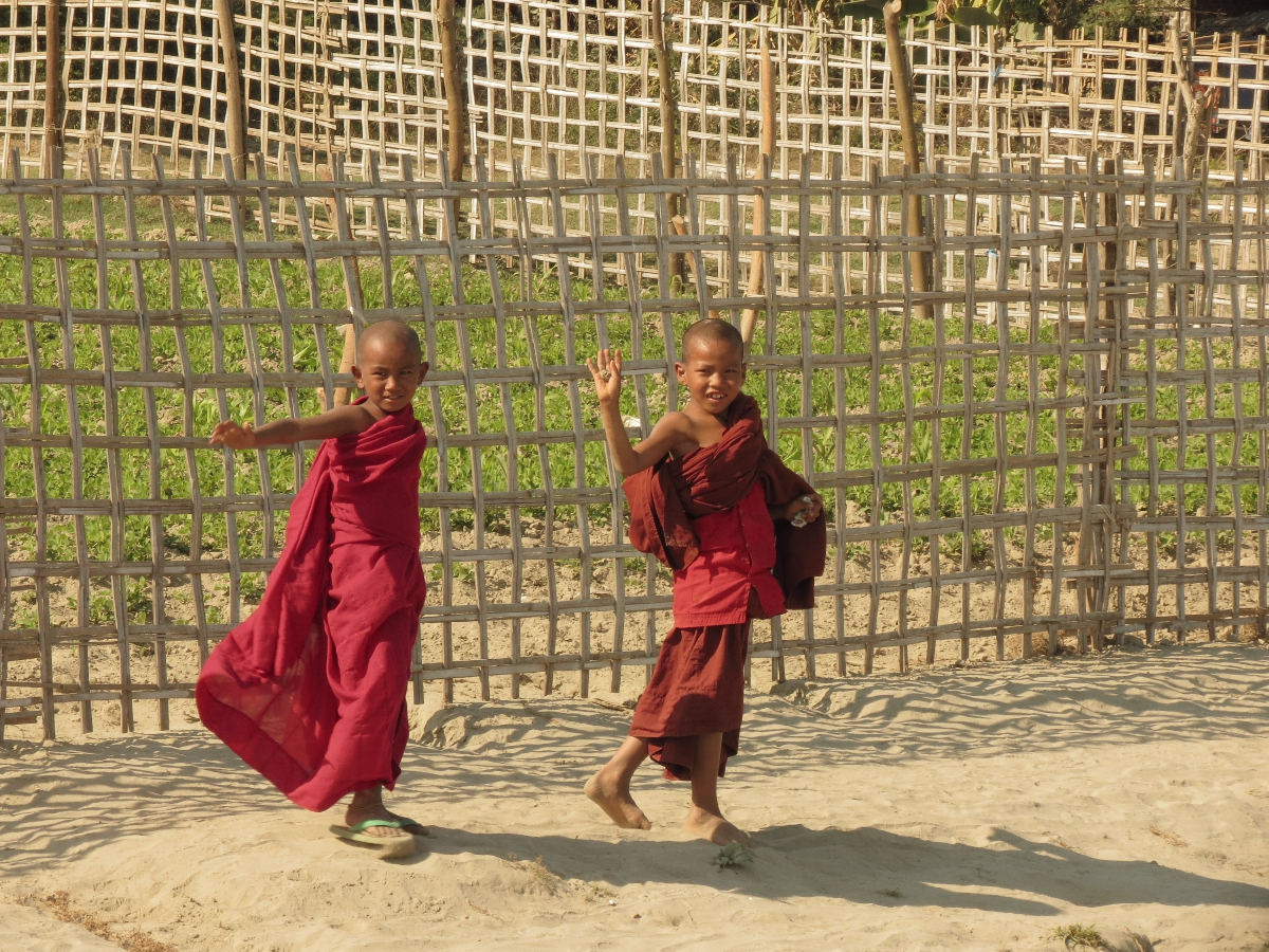 Junge Novizen bei Mingun