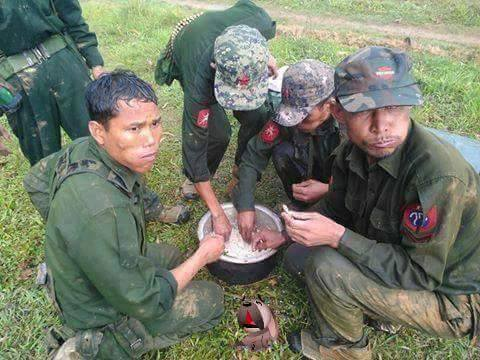 Schnelle Mittagspause während der Hilfe in den von Überschwemmungen betroffenen Regionen Myanmars.